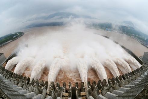 Крупнейшая в мире ГЭС «Три ущелья» в Китае на реке Янцзы