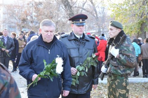 Благотворительная акция «Зажги свечу памяти», проводимая в память о погибших сотрудниках ОВД и спецструктур при исполнении служебного долга. Калач-на-Дону