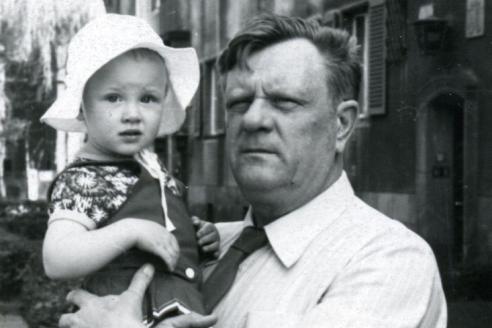 С дочерью Машей. г. Бад-Эльстер, Германия. 1978 г.