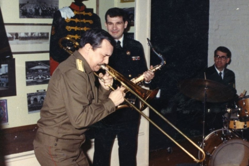 В.Г. Лебедев с музыкантами Президентского оркестра США, исполняется джем-сейшен. Вашингтон. 1990 г.