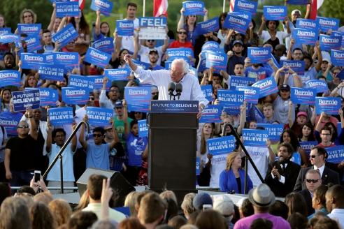Кандидат в президенты США Берни Сандерс на митинге в Вашингтоне. 2016 г.