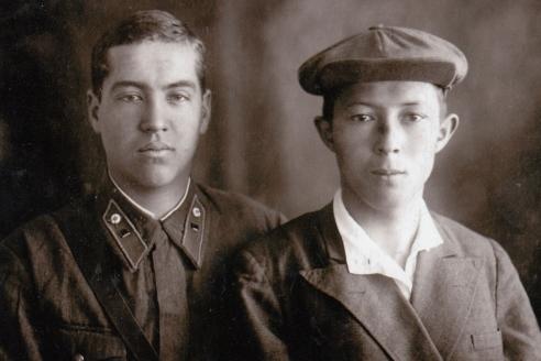 С другом. Ташкент. 1941 г.