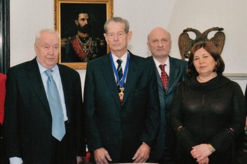 С румынским королём Михаем I, кавалером ордена «Победа»