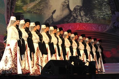 Государственный ансамбль танца «Алан» на концерте «Памяти великой певицы» Людмилы Зыкиной. 2014 г.