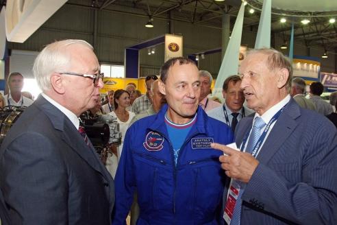 На авиационной выставке с почётным президентом Международного Конгресса промышленников и предпринимателей В. Глухих