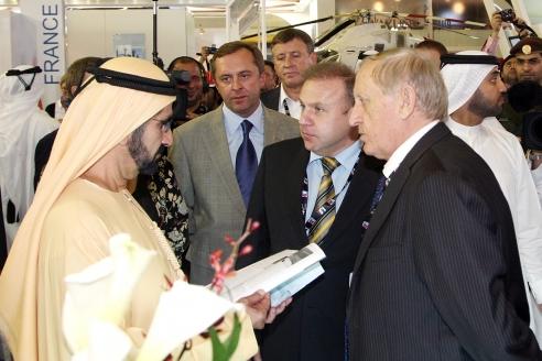 На выставке Dubai Air Show 2011 с правителем Дубая шейхом Мухаммедом Рашид аль-Махтум