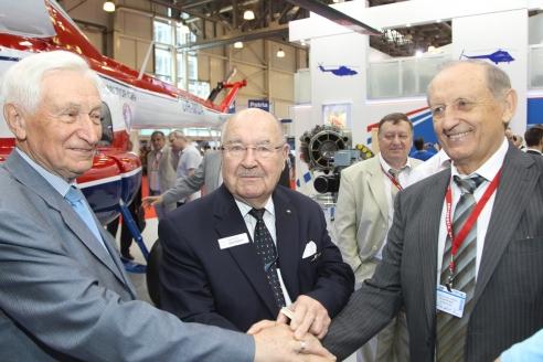 В. Чуйко, С. Сикорский и В. Богуслаев на выставке HeliRussia 2012