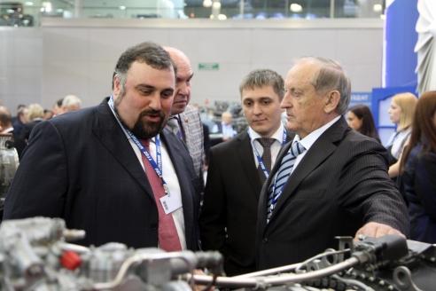 С генеральным директором «Авиакомпания «ЮТэйр» А. Мартиросовым