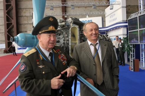 С великим космонавтом А. Леоновым