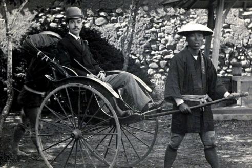 Цесаревич Николай Александрович в повозке рикши