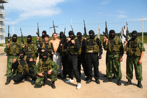 Сотрудники подразделения специального назначения после занятий по служебно-прикладной подготов
