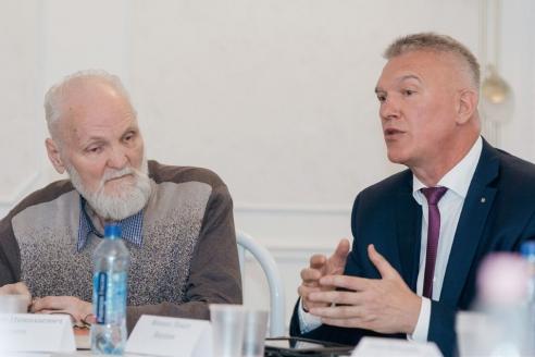 Сопредседатель правления Союза писателей России В.Н. Крупин и вице-президент аналитического центра «Катехон» М.И. Якушев