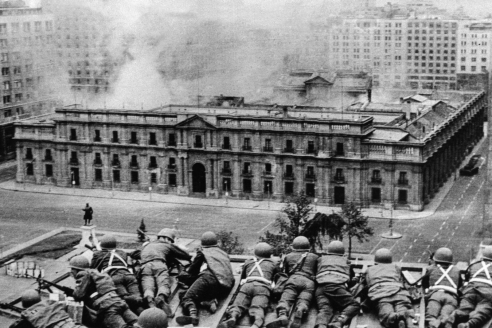 Обстрел президентского дворца Ла Монеда в ходе государственного переворота в Чили. 11 сентября 1973 г.
