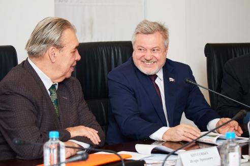 И. Круговых и А. Новгородов