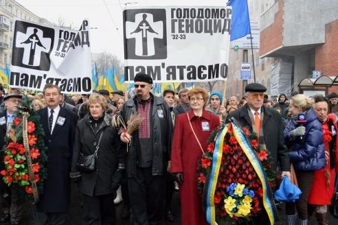 Шествие в честь 85-летия Голодомора в Киеве