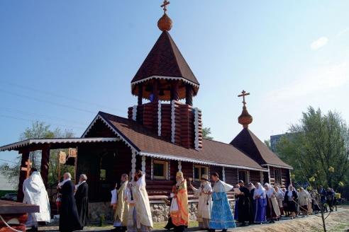 Древлеправославный храм Архангела Михаила в Волгограде. Крестный ход у старообрядцев идёт по часовой стрелке, «посолонь» (буквально: по солнцу)