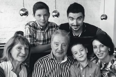 С сестрой Галиной, внуками Артёмом, Леонидом, Макаром и дочкой Аликой