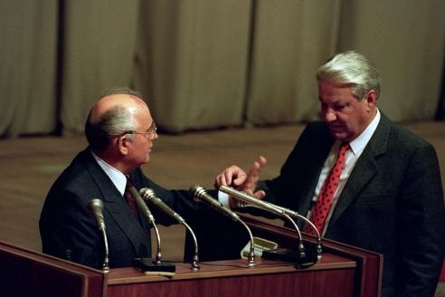 Президент России Б. Ельцин и президент СССР М. Горбачёв в Москве в парламенте. 23 августа 1991 г. Были ли предпосылки создания ГКЧП – объективные и неотвратимые?