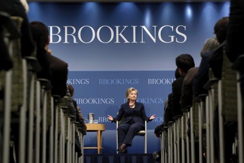 Хиллари Клинтон выступает в Институте Брукингса