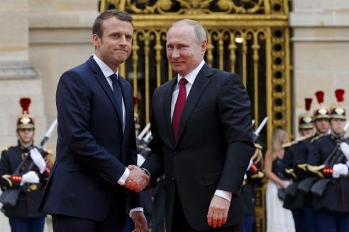 В. Путин и Э. Макрон