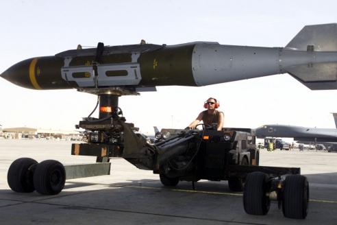 Бомба, оборудованная комплексом JDAM. США