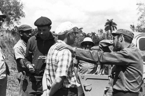 Во время работы над созданием тектонической карты Кубы. На снимке: в колониальном шлеме – А.Л. Книппер, в берете – Н.П. Лавёров, в военной форме – президент Академии наук Кубы А.Н. Хименес