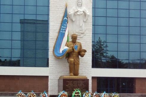 Новый монумент «Клятва Родине» в центре Ташкента