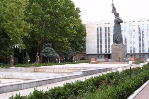 Снесенный памятник советскому солдату «Защитник Родины» в парке боевой славы. Ташкент