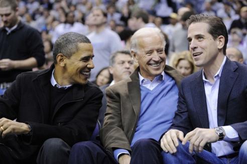 Президент США Б.Обама, вице-президент США Д.Байден и директор украинской нефтегазовой компании Burisma Holdings Х.Байден