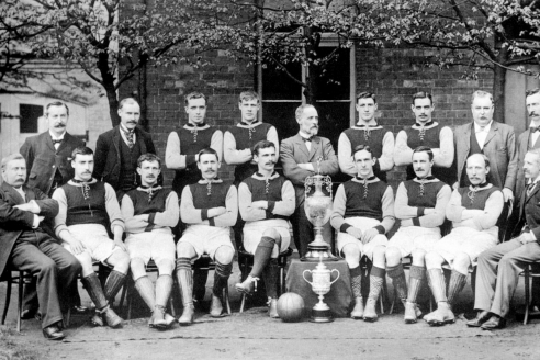 Состав футбольного клуба «Астон Вилла», выигравший первый дивизион и Кубок Англии в сезоне 1896–1897 гг.