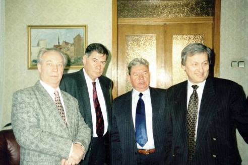 С учителями и наставниками – Н.С. Леоновым, Л.В. Шебаршиным, А.Н. Бабушкиным. СВР. 1999 г.