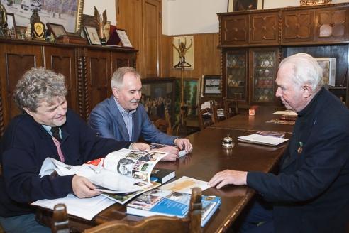 В.Н. Ганичев с генеральным директором журнала МР Н.А. Кузнецовым и И.Н. Шумейко, октябрь 2015 г.
