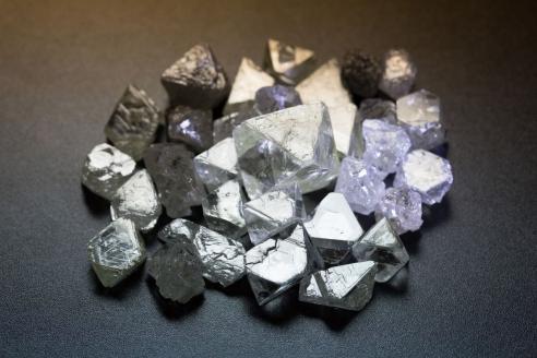 Алмазы в Центре сортировки алмазов в г. Мирный. Якутия