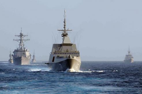 Американские и сингапурские военные корабли в Южно-Китайском море
