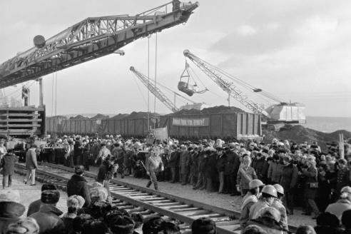 Строители БАМа шахтёры провожают первый эшелон с углём, который пройдет по Малому БАМу