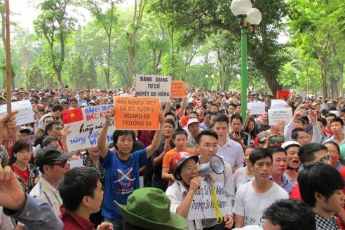 Вьетнамские протестующие в Ханое. 11 мая 2014 г.