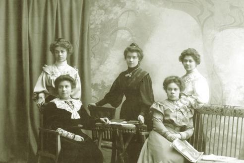 Сёстры Гнесины. 1895 г.