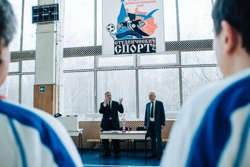 Виктор Черемухин  напутствует и заряжает игроков на первый матч «Надежды»