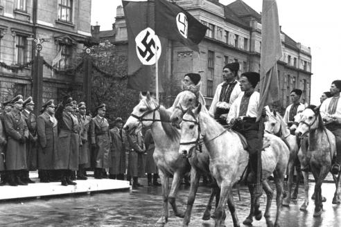 Парад в Станиславе (Мвано-Франковск) в честь визита генерал-губернатора Польши рейхсляйтера Г. Франка. 1941 г.