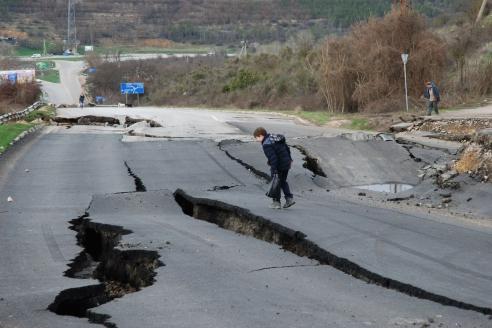 Гигантский провал трассы в Крыму