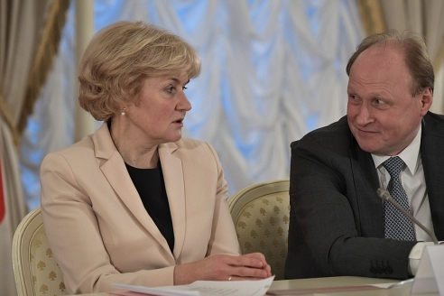 О. Голодец и В. Толстой перед началом заседания