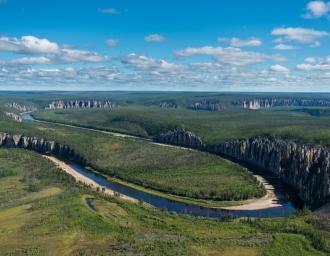 Лена – река, протекающая по территории Иркутской области и Якутии