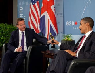 Премьер-министр Великобритании Д. Кэмерон и президент США Б. Обама во время саммита G-20 в Торонто. 2010 г.