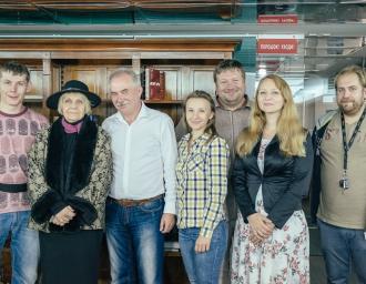 Л.С. Петрушевская с коллективом редакции МР, 6 июля 2016 года
