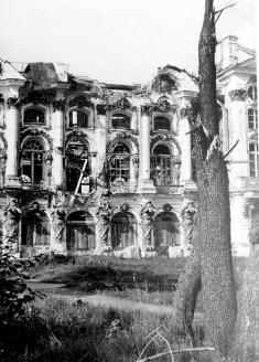 Развалины Екатерининского дворца. Царское Село. 1944 г.