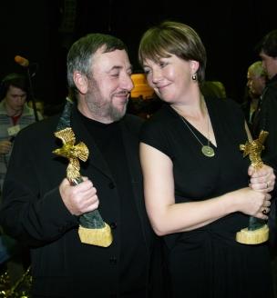 П. Лунгин с супругой Еленой после вручения премии «Золотой орёл»