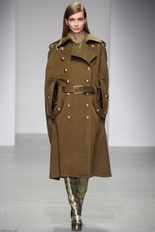 Пальто-кейп цвета хаки в стиле милитари. Daks. 2014 г.