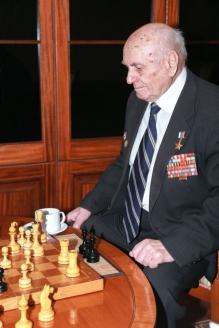 Алексей Николаевич до сих пор прекрасно играет в шахматы