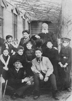 А. Чехов среди родных и знакомых накануне отъезда на Сахалин