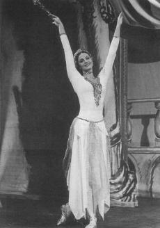 Баронесса Людмила Фальц-Фейн - на сцене выступала под псевдонимом Людмила Нова, прима-балерина лондонского театра Palladium